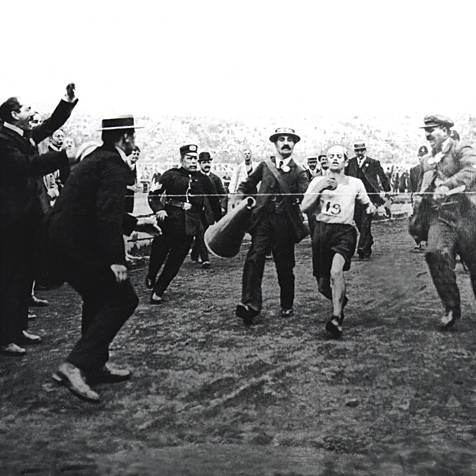 DORONDO PIETRI AT THE MARATHON FINOSH AT THE 1908 OLYMPIC GAMES IN LONDON