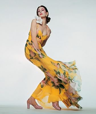 Angelica Huston is a true beauty in yellow and one of my favorite actresses.