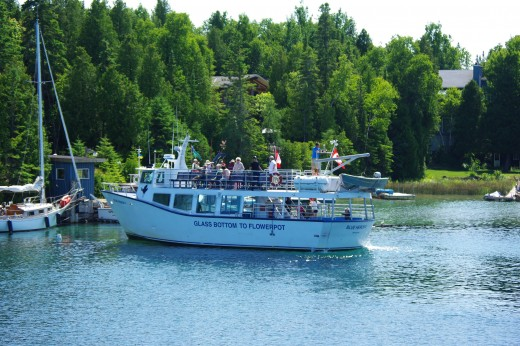 Smaller glass bottom ship ready for cruise to Flowerpot Island.
