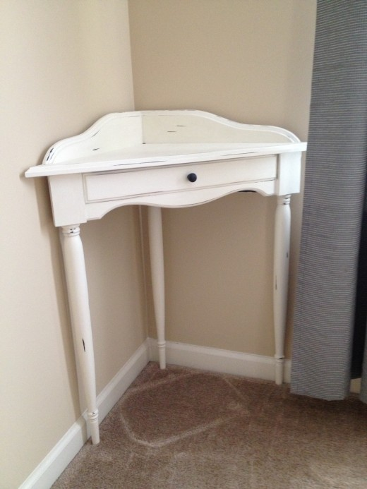 The finished table painted with CeCe Caldwell's Chalk Paint in Vintage White.
