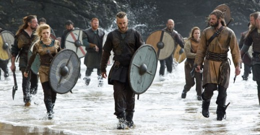 Ragnar (Travis Fimmel) and his men © MGM Television/History