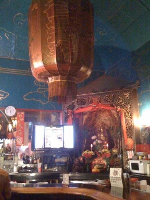 Li Po Cocktail Lounge with the Buddha