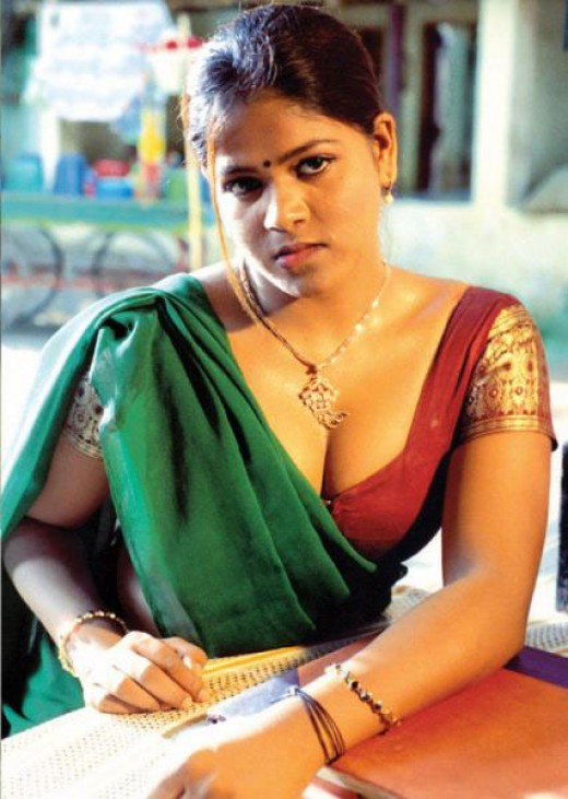 Hot Tamil Aunty Showing Pictures