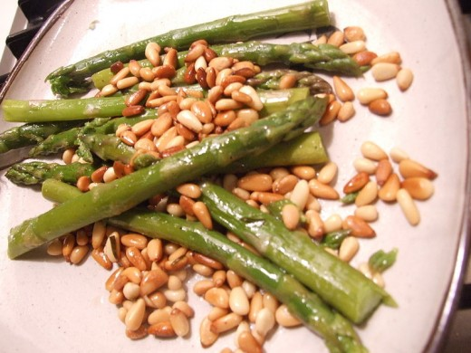 Asparagus & pine nuts