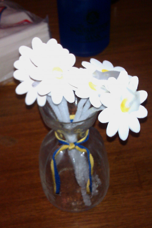 My child made this bouquet of daisies for me on Valentine's Day one year, but they are also a great Mother's Day gift!