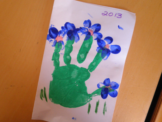 Step 4: How to make a childs hand-print flower art craft