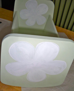 12.  Bright white makes a good base for big flowers.