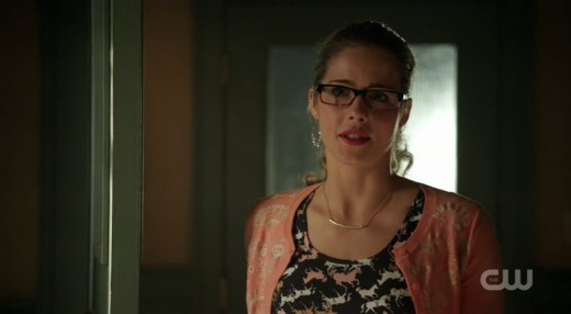 "Felicity tries to convince Detective Lance that Oliver is ""kind of"" a hero."