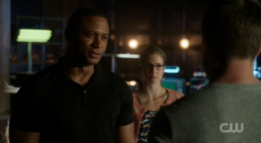 Diggle convinces Oliver to take advantage of his whole team instead of running off by himself.