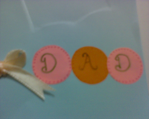 """Write the word """"D, A, D"""" on each circles"""