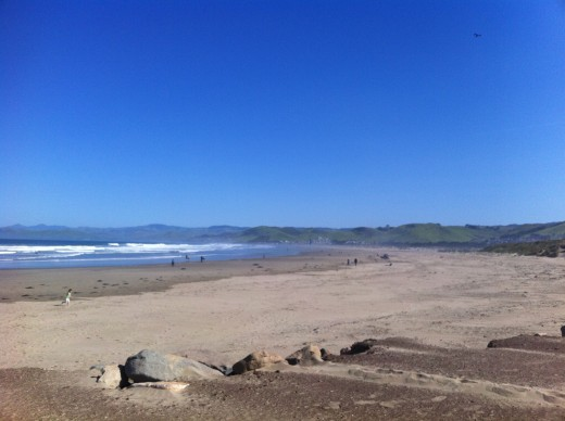 A picture of one of the main beaches in Morro Bay.