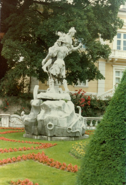 My Adventures Touring Europe in 1982 (11) Vienna