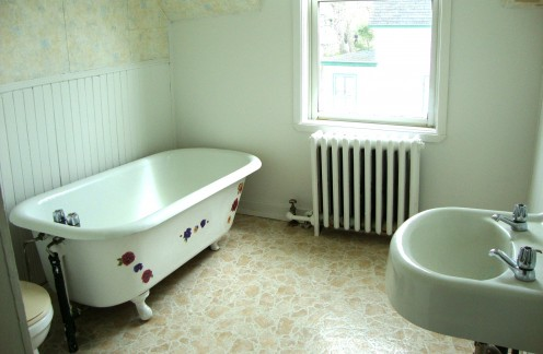 Image: Decorated Clawfoot Tub