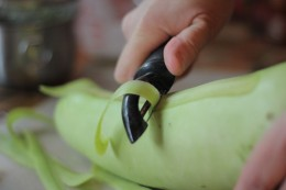 how to peel using peeler