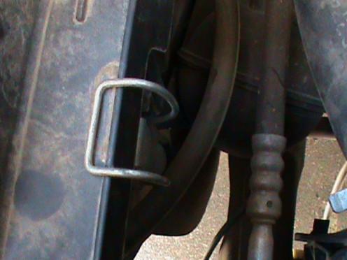 Box lid latch