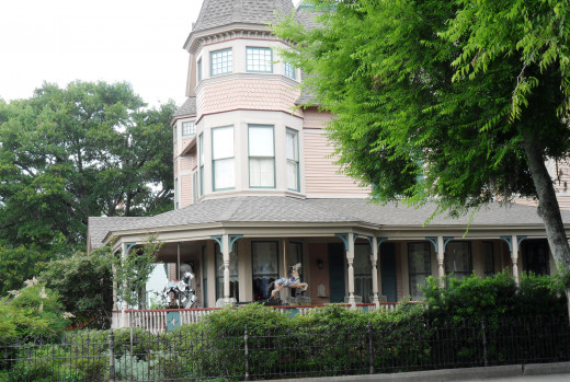 The Bailey House, built in 1895. Carousel horses are on the porch and is an example of the Queen Anne style.