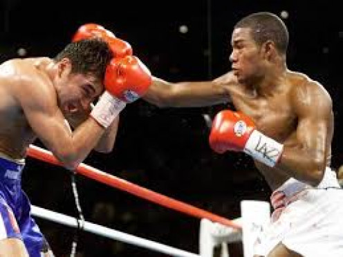 Felix Trinidad defended his welterweight Title against Oscar De La Hoya in a 12 round bout in Las Vegas, Nevada.,