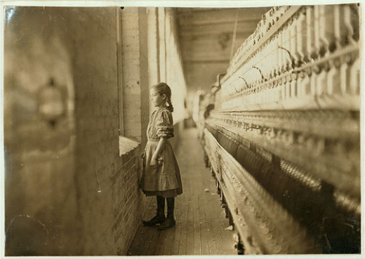 Rhodes Mfg. Co., Lincolnton, N.C. Spinner. A 10-year-old gilr gets a moments glimpse of the outer world