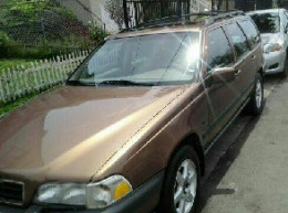Sharp 1998 AWD Volvo Wagon for the Snow
