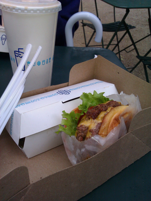 The Shake Shack is environment-friendly and so serves your lunch in a cardboard box, inside an easy-to-carry brown paper bag.
