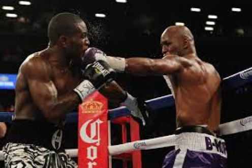 Bernard Hopkins sticks the jab in the face of Tavoris Cloud en route to a decision win and the light heavyweight crown for the third time.