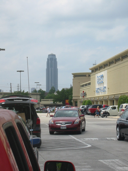 That gray building in the background is supposedly the tallest skyscraper outside of any downtown in the USA. Perspectively speaking, it is only twice as tall as this one-story tall shopping center