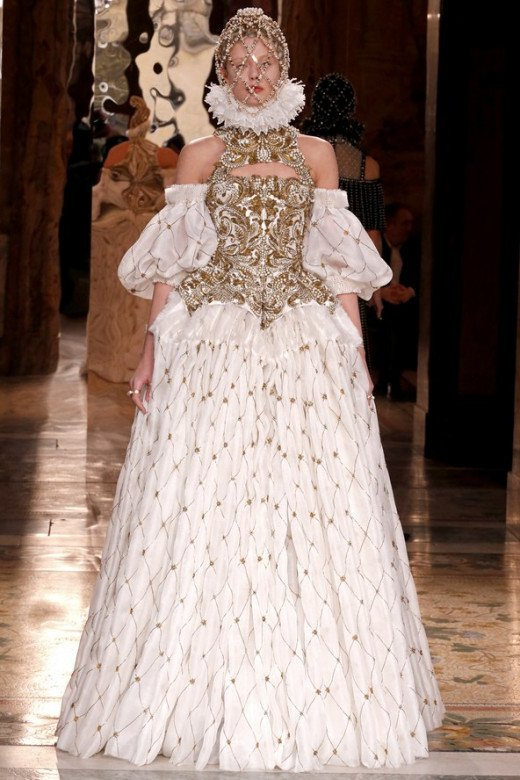 Alexander McQueen @ Paris Fashion Week