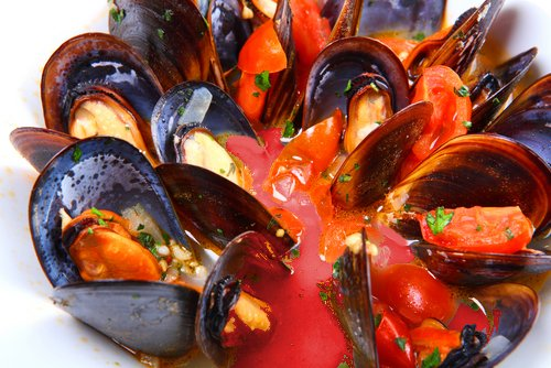 Mussels with Basil and Tomato