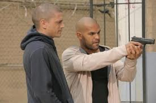 Scofield and Sucre bonded in prison and now they must stay a team in order to remain free. Sucre was Michael's cell mate so he was in it whether he liked it or not.