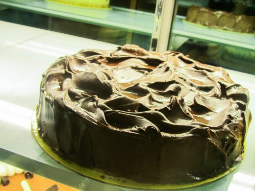 Affordable and delicious cakes and other desserts in Calea!