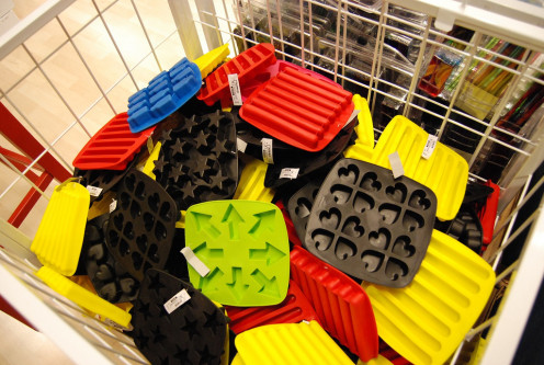 Cool Ways To Use An Ice Cube Tray are fun with unusual tray designs