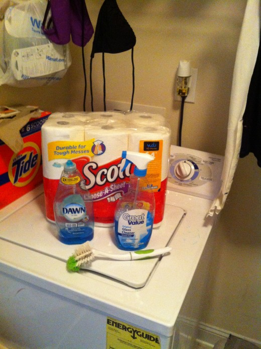 Cleaning supplies needed: liquid dish soap, glass cleaner (optional), paper towel, dish scrubber