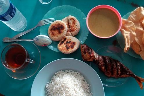 A typical Maldivian meal: ''masriha''  pastries, masriha fish curry, papadhu, grilled fish, rice and sweet black tea.