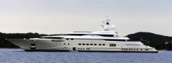 What is the average cost to maintain a yacht?