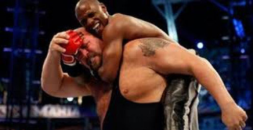 One of the best boxers in history, Floyd Mayweather stands just under 5 foot 9 and Wrestling's Big Show stands at over 7 feet without a doubt.