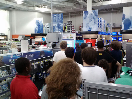 The Nintendo Experience Line in Best Buy in King of Prussia, Pennsylvania By W1totalk (William G. Chandler Jr.)