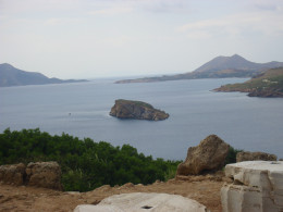 The rain stopped and the sun came out. Here's a view of the sea taken from the hill where the Parthenon stands.