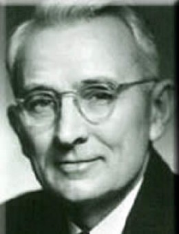 Dale Carnegie; 24.11.1888 - 1.11.1955) - психолог, писатель, автор