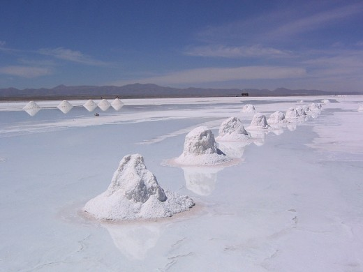 Heaps of salt on Salar de Uni
