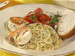 Quick and easy to follow garlic spaghetti recipe. Learn of the Health Benefits of Garlic in your daily diet.
