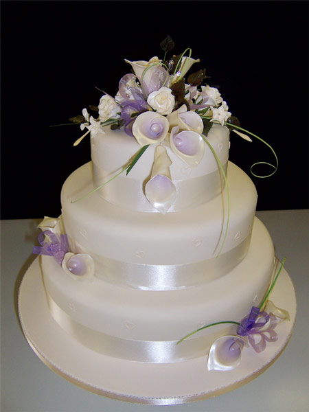 Simple Wedding Cake with Illusion of Multiple Tiers
