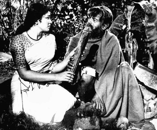 Kaviyur ponnamma and Sathyan in Film Odayil Ninnu