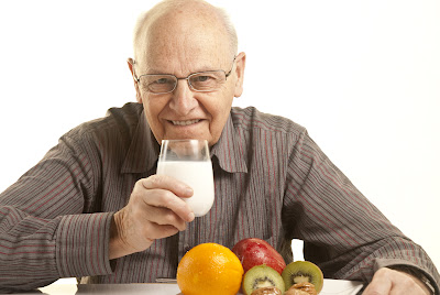 Many seniors cannot smell spoiled food