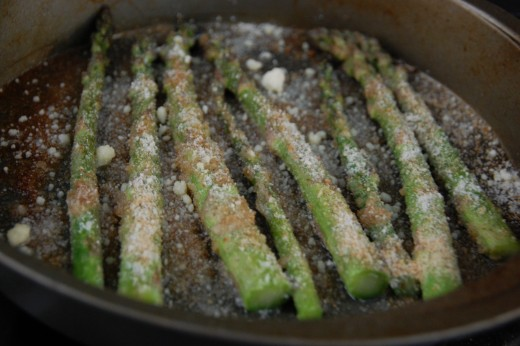Asparagus with Parmesan and bread crumbs