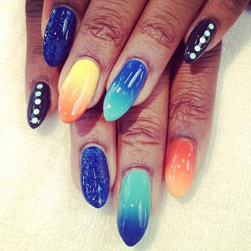 An amazing gradient manicure