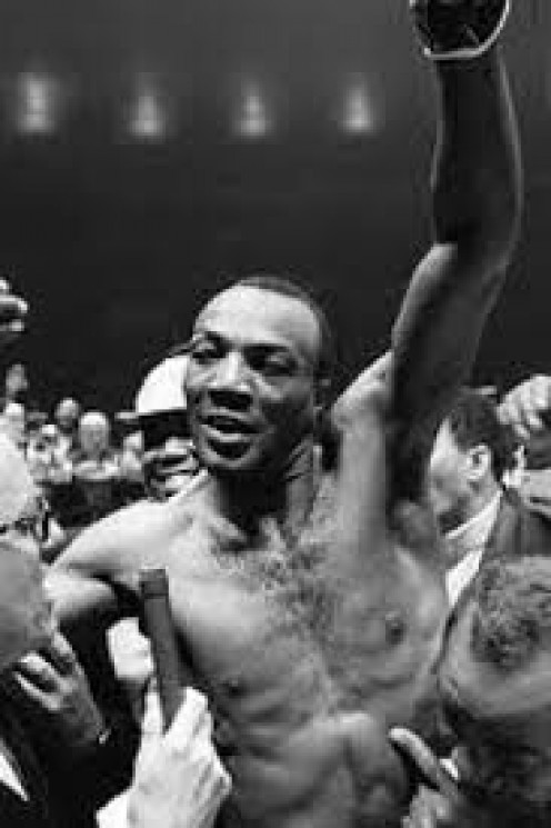 Bob Foster knocked out Dick Tiger to win the light heavyweight championship.