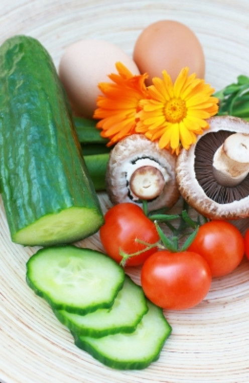 fresh organic ingredients including cucumber, tomatoes and eggs may be used in easy quick remedies for the skin when away