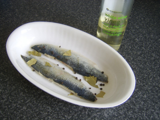 Marinating herring fillets