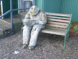 Check out this incredible paper mache man! It looks like a genuine statue! How unbelievable is that?