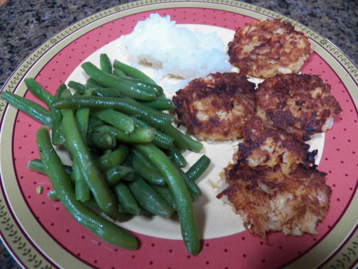 Try this Best Healthy Crab Cake recipe for a scrumptious dinner.